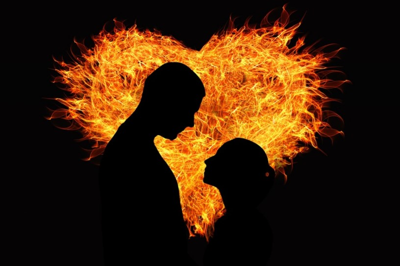 Lovers and fire (illustration)